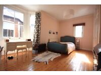 GREAT 3 DOUBLE BEDROOM FLAT WITH EAT IN KITCHEN CLOSE TO MORNINGTON CRESCENT! PERFECT FOR STUDENTS!