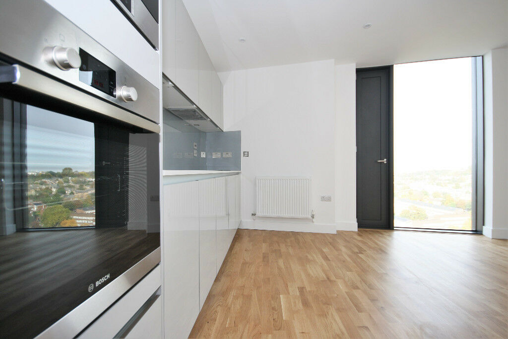 Stunning 1 Bedroom apartment outside Lewisham station.