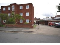 Large modern 2 bed flat with garden and parking