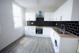 3 bedroom flat in High Street, Teddington, TW11