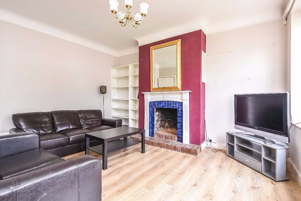 Two bedroom flat to rent in Belmont Hall Court