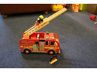 Le Toy Van Fire Engine Set With Firefighter