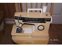 SINGER SEWING MACHINE. MODEL 7136