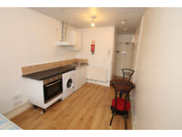 Lively & spacious studio available in N1. Close to Kings Cross + water & heating included!