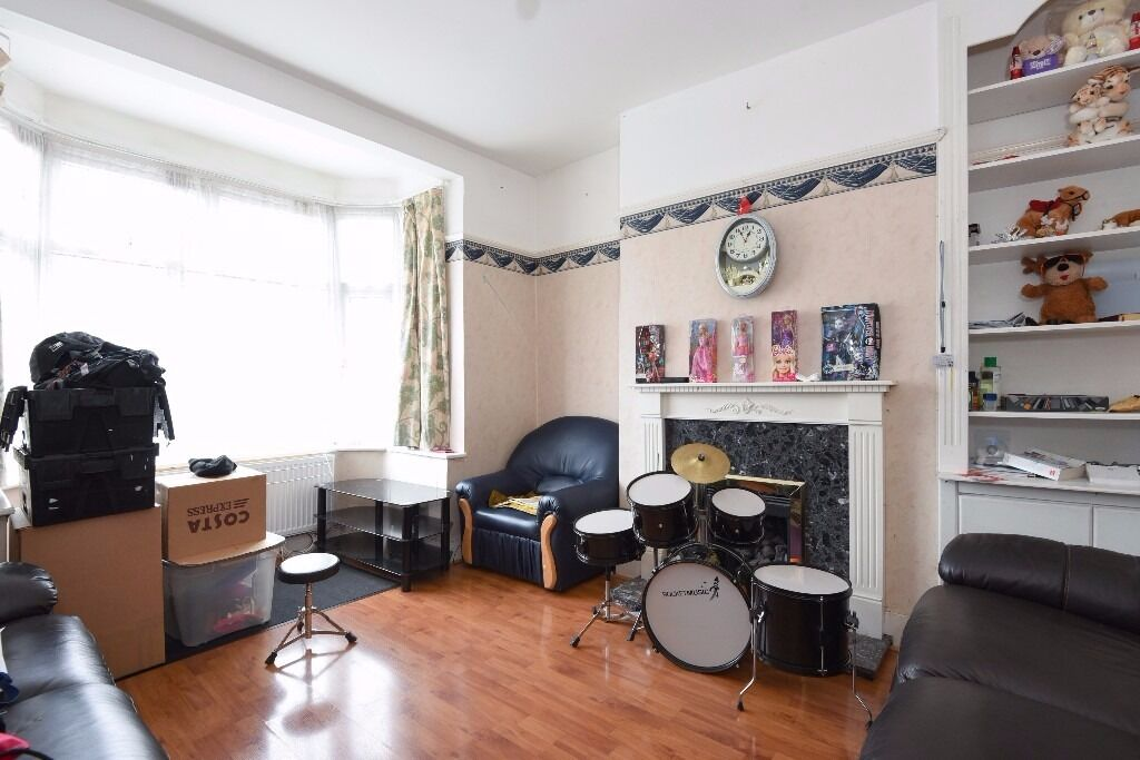 A terraced house offering two double bedrooms and a garden, situated on Framfield Road.
