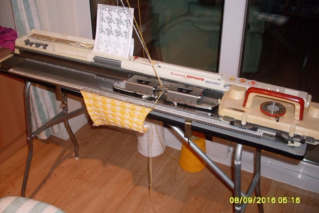 Knitting Machine Questions : Knitmaster knitting machine with lace carriage the