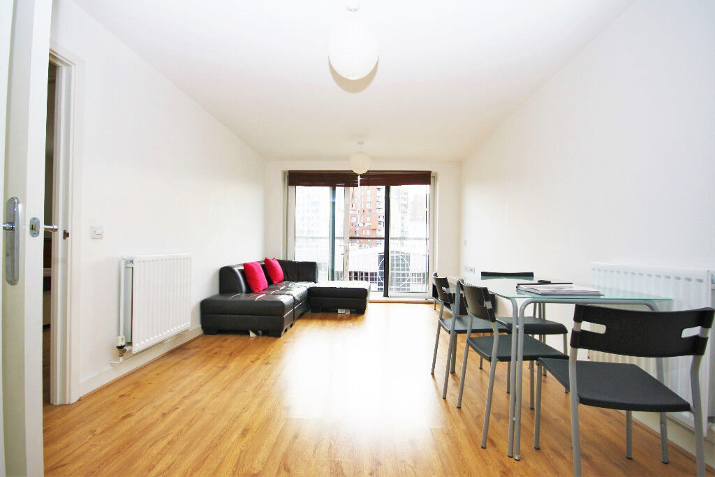 spacious double 1 bedroom Flat, located seconds from Greenwich DLR Station