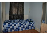 DOUBLE ROOM IN WHITECHAPEL COUPLE OR 2 SINGLE MALE OR FEMALE PER PERSON £80 1st MARCH M:07574244567