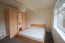 Cozy 3 bedroom furnished flat. AVAILABLE NOW!