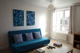 Bright flat in Surbiton to share