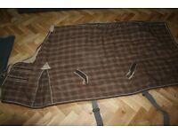 Fantastic Horse Rug Bargain. Super heavy weight indoor horse rug for sale