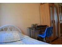 WHITECHAPEL, FURNISHED SINGLE ROOM FOR RENT AVAILABLE NOW