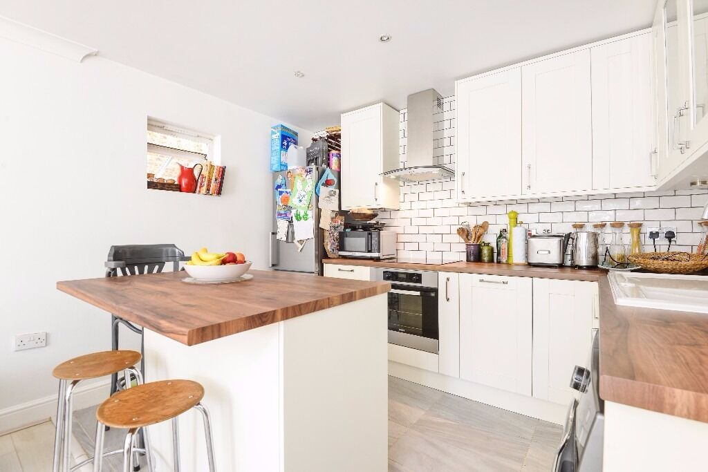 Martell Road - This delightful three double bedroom apartment benefits from its own private entrance