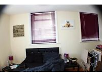 *OK COUPLES AND MAGNIFICENT DOUBLE ROOM IN ALDGATE EAST