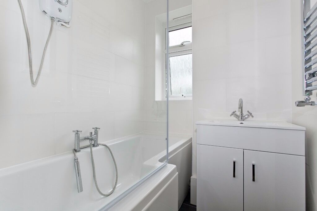 One Modern Room - Streatham Station 5 Mins