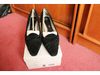 Ladies Court Shoes Black Suede Medium Heel Size 8 Evans