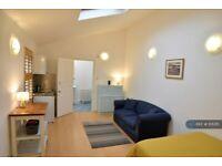 Studio flat in East Road, Kingston Upon Thames, KT2 (#1131315)
