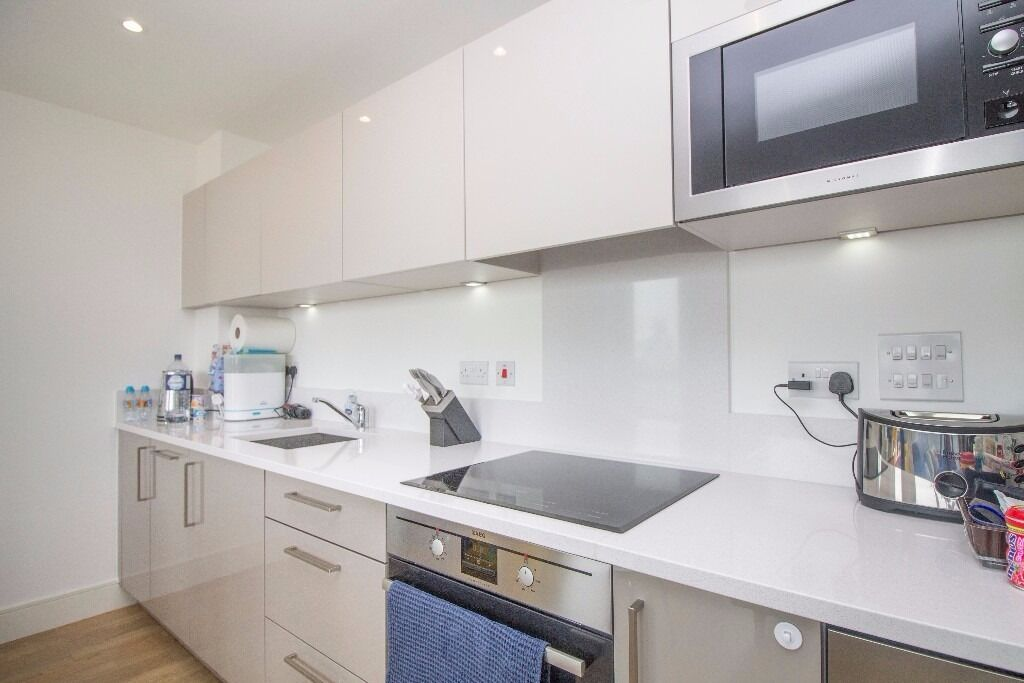 -Perfect studio for professionals working in the City - Right next to Bromley by Bow -