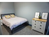 Town Centre Double room to rent! AVAILABLE NOW!