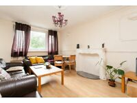 Large 3 Double Bed Flat With Balcony Located Close To Angel, Old Street, Barbican & City University