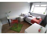 2 beautiful rooms in E1 area