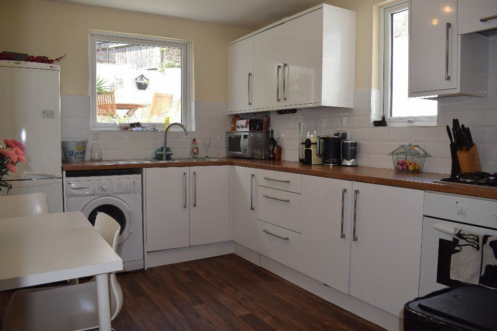 *** Modern, Neutrally Decorated 2 Bedroom Conversion With Conservatory & Private Garden ***