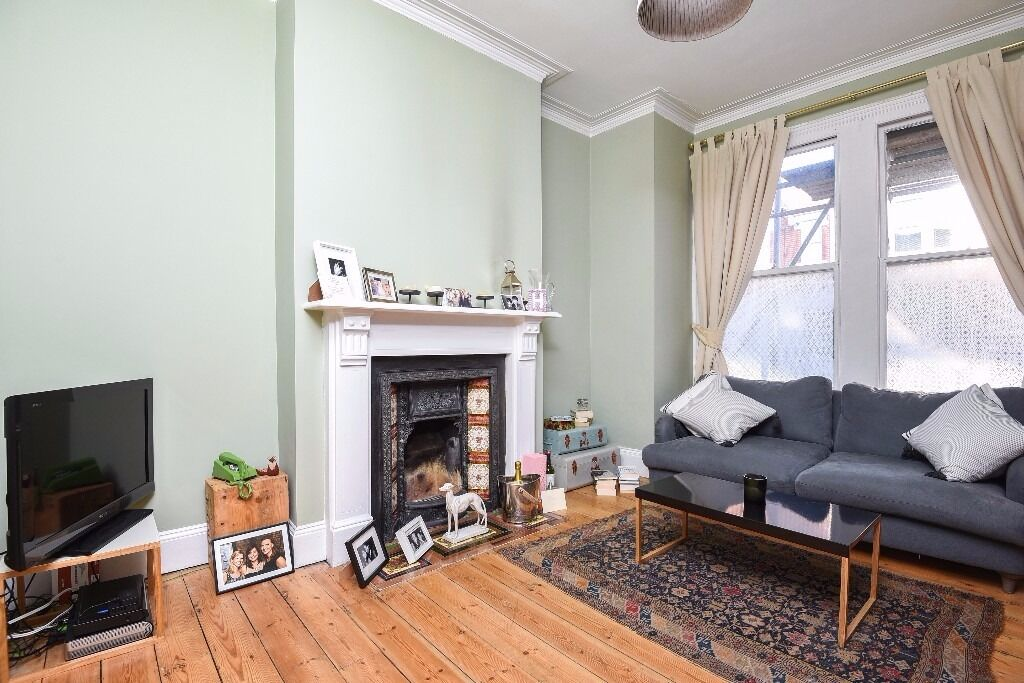 NEW!*One double bedroom *Large reception room *Private rear garden* CREDENHILL