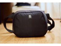 Crumpler Quick Escape 700 SLR Camera Sling Bag / Hipster - Black - QE700-001