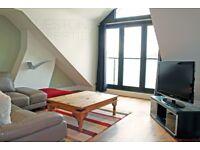 Top floor flat- 1 DOUBLE BED SPLIT LEVEL FLAT-Separate Kitchen/Reception-Skylight windows-Don't miss
