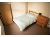 Double loft room, Great location, amazing house mates (3 mins from city centre by car)