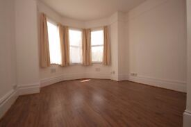 modern large 2 bed flat MARGATE CT9 bill inc own 2 bedrms own lnge own kitn own bathrm garden