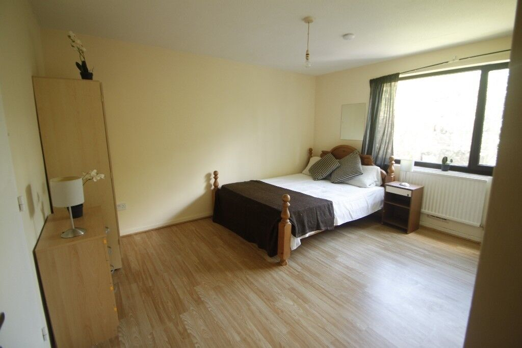 LARGE DOUBLE ROOM IN A 3 BEDROOMS FLAT NEXT TO WEST HAMPSTEAD STATION