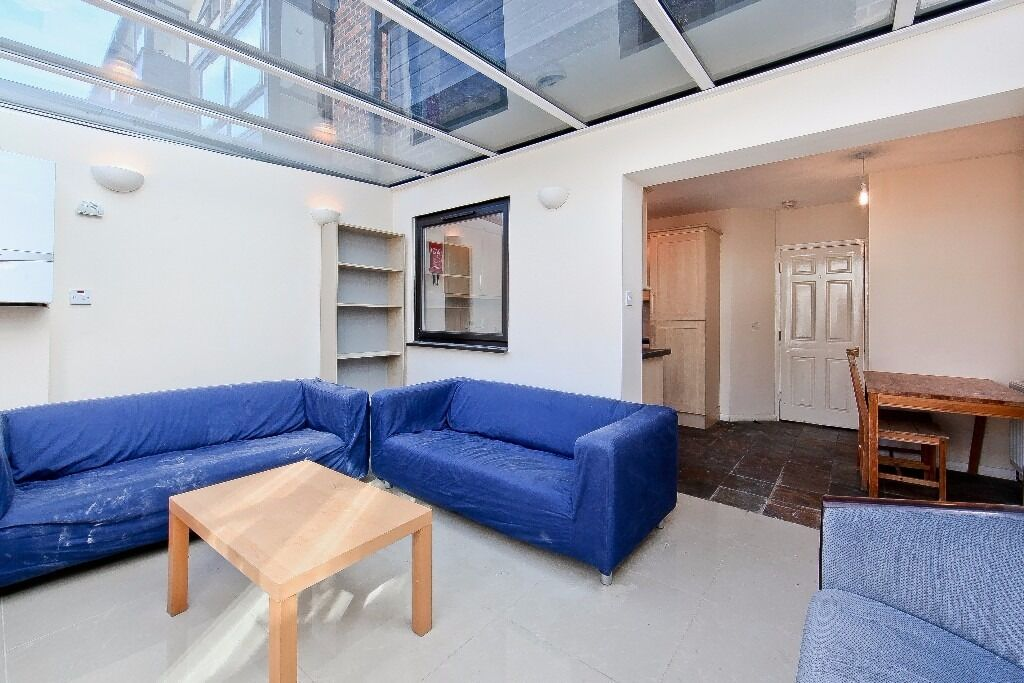 STUNNING 5 BED 3 BATH WITH CONSERVATORY- IDEAL FOR SHARERS-FURISHED-PARKING-GARDEN-E14