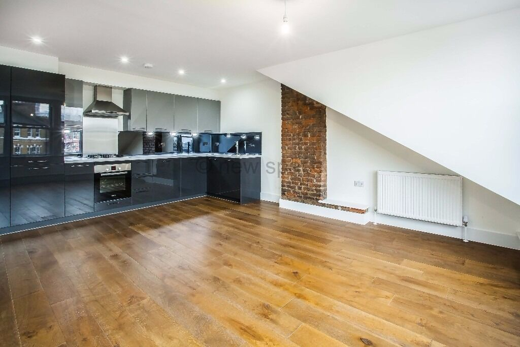 Victorian Conversion* CLAPTON* 3 Double Beds*NEWLY REFURBISHED* Over 1,000 sqft