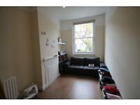 One bedroom flat with separate spacious lounge and fully fitted kitchen to rent in Islington