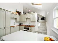 *AVAILABLE NOW* AN EXTREMELY WELL PRESENTED TWO DOUBLE BEDROOM TOP FLOOR FLAT ON BROOMWOOD ROAD