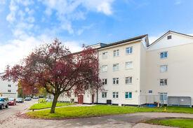 4 bedroom flat in Kingsnympton Park, Kingston Hill, Kingston Upon Thames, KT2