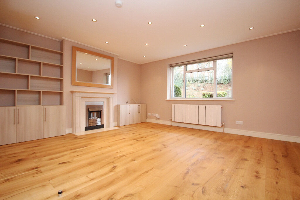 Recently Refurbished Two Bedroom Apartment With Two Bathrooms & Communal Garden Close To Tube