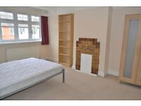 LARGE THREE BEDOOM HOUSE,PRIVATE GARDEN, NEXT TO WIMBLEDON CHASE!