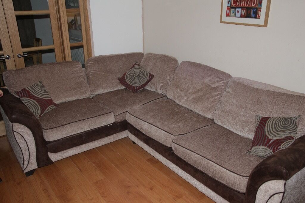 Corner Sofa including sofa bed Excellent conditionin CardiffGumtree - Corner sofa in excellent condition. Doubles up as a double sofa bed.... takes only 30 seconds to convert from sofa to bed. Light coloured with brown trim. Dark brown feet. Comes with three cushions. Bought from DFS 3 years ago. When purchased, it...