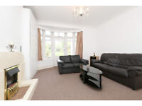 A stunning 2 double bedroom ground floor flat with huge garden short walk to FinchleyCentral station
