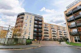 Modern Two double Bedrooms & Two Bathrooms Apartment in Langtry Court Isleworth,off London Road
