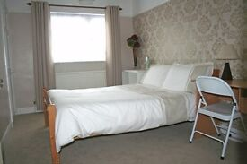 LARGE BEDROOM TO RENT IN SHARED HOUSE