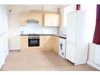 PROPRIETATE DE INCHIRIAT- LARGE TWO BED SPLIT LEVEL FLAT WITH ROOF TERRACE- HOUNSLOW WHITTON AREA
