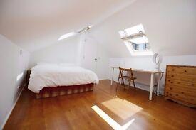 En-Suite Loft in a Creative House in Queens Park, Looking for 30yo+