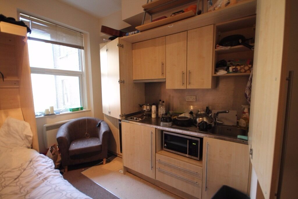 Superb studio for rent with fold out/fold in bed. Easy Walk 10 Minute walk to Kings Cross Station.