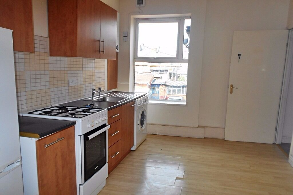 A large 2 bed flat on Walbrook Road, Cavendish, close to Rolls Royce!