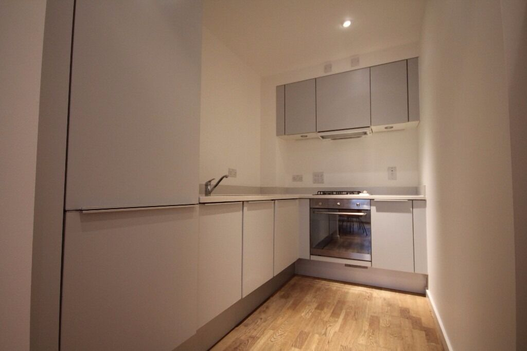Superb 2 Double Bedroom Apartment Located Within 3 Min. Walk Away of Highbury and Islington Station