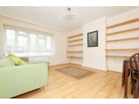 LARGER THAN AVERAGE THREE DOUBLE BEDROOM FLAT LOCATED CLOSE TO CLISSOLD PARK AND CHURCH STREET