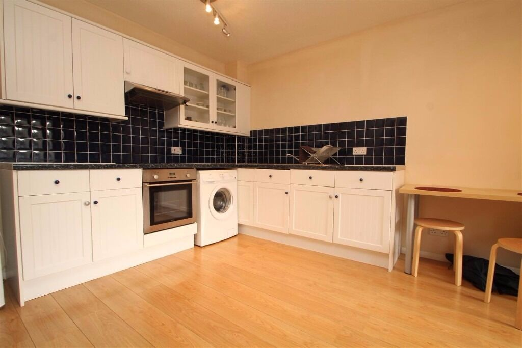 Maple Court - HOT PROPERTY, VERY CLOSE TO STATIONS AND FURNISHED !!! VIEWINGS THIS SATURDAY !!
